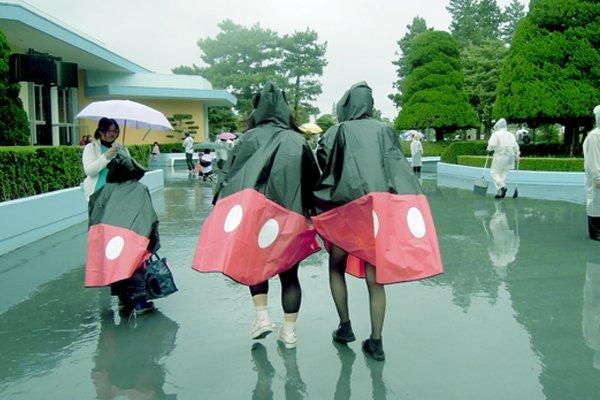 【雨ディズニー】徹底攻略!ディズニーランドでの雨の日の ...