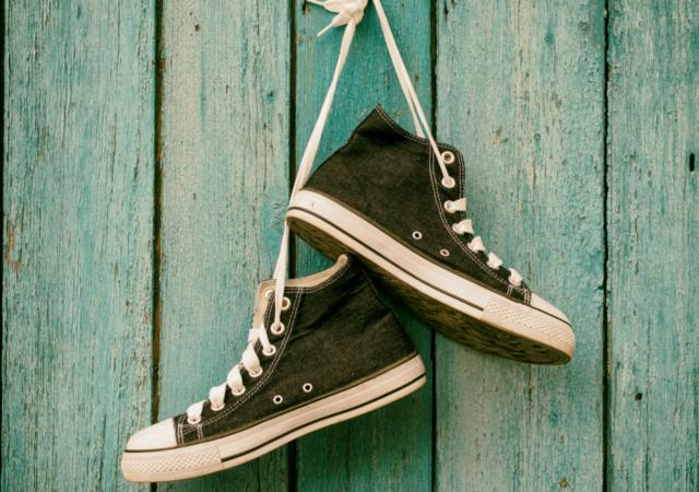 81ef11a79c0793 アレンジ・通し方】靴紐でスニーカーがおしゃれになる11の方法|JGS