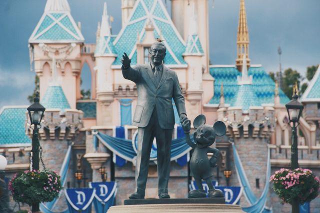 日 誕生 ウォルト ディズニー 【必見】ウォルト・ディズニーの歴史を解説!どんな人?ディズニーランド誕生秘話とその生涯